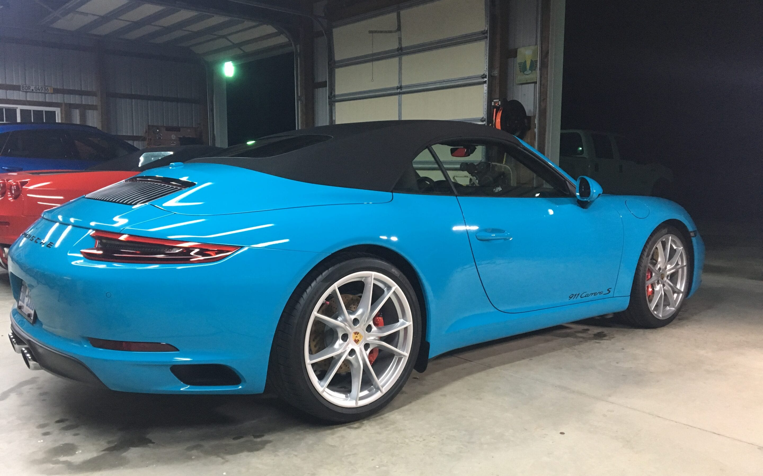 Photos of finished 2016 Porsche 911