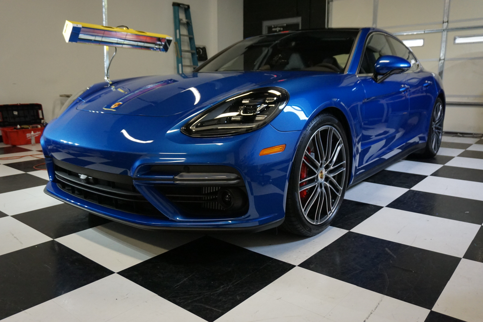 Photos of finished 2017 Porsche Panamara